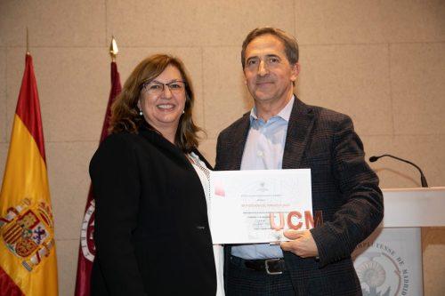 Distintivo UCM y Diploma