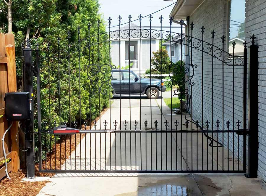 Single Iron Swing Gate in Metairie, LA. Powered by Lift Master.