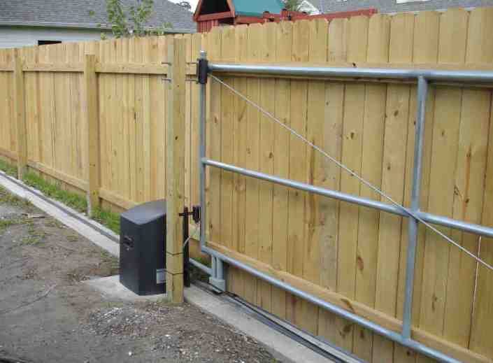 Sliding Roll Gate in Lakeview (Back). Two Vehicle Access.