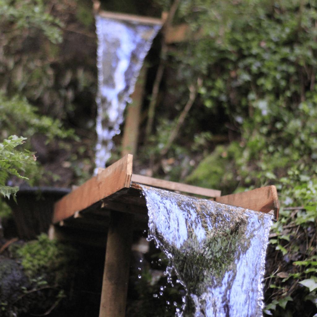 Agua Mitos Manatial Natural