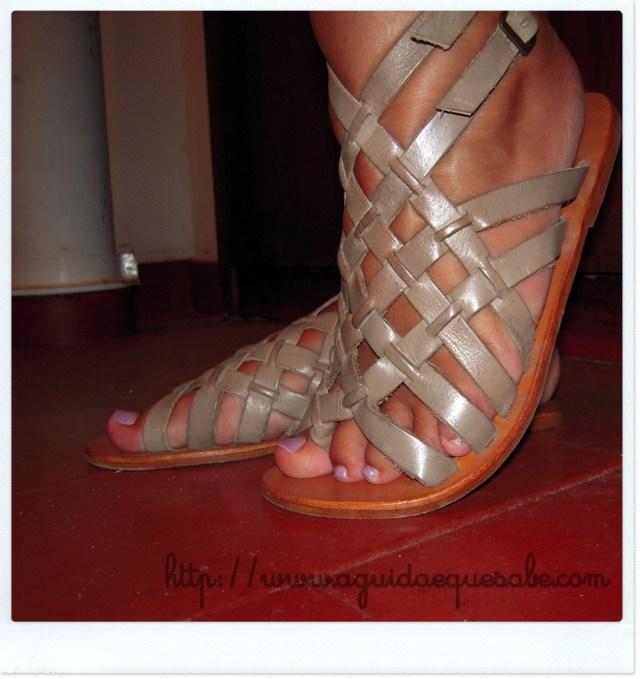 sandálias tiras