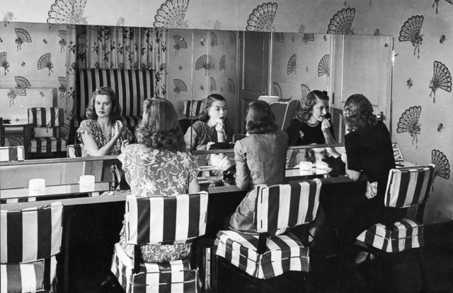 Mulheres no WC do Alfred Eisenstaedt Stork Club (1944)
