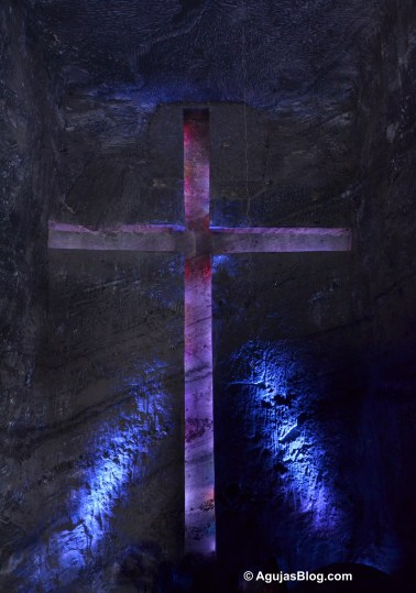 A closer view of the cross in the main sanctuary. Did you guess how much it weighs? The cross is carved entirely out of the salt. Answer: it does not weight anything. The cross is a carved hollow in the wall of salt. If you look at the photo, it tricks the eye, sometimes appearing solid, sometimes hollow.