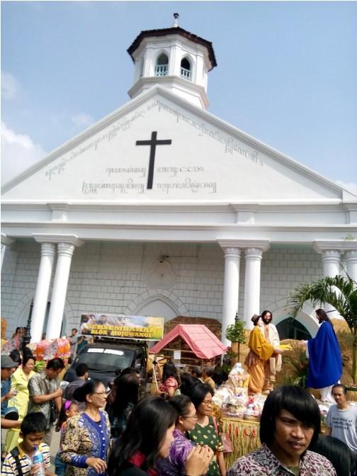 Kemeriahan Festival Unduh-unduh di Gereja Tertua Se-Jawa Timur