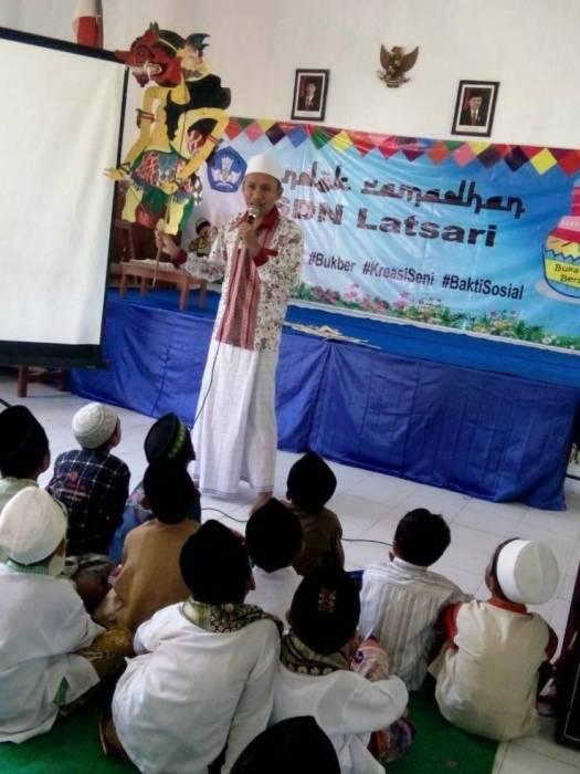 Dongeng Anak di Acara Pondok Ramadhan 2017 Murid-murid SDN Latsari Kecamatan Mojowarno Kabupaten Jombang