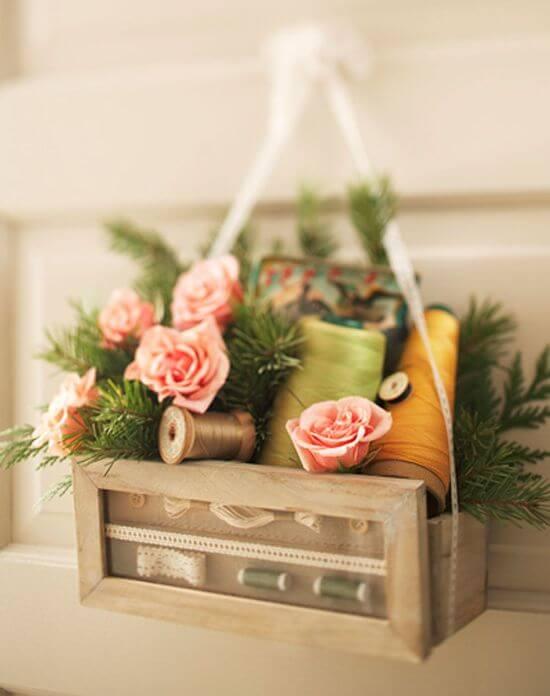 decorar las puertas con cajita de costura