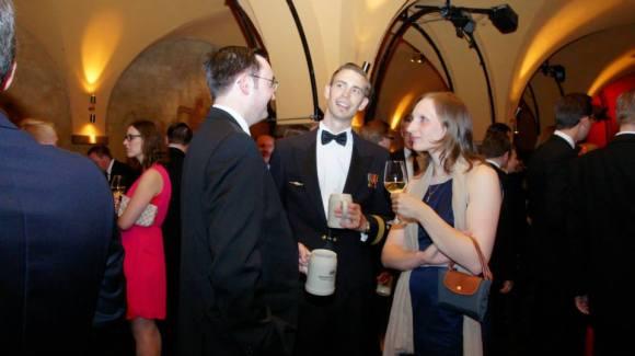 """Gute Gespräche, ein köstliches Buffet - und später """"alles Walzer!"""" - die VDSter und ihre Damen amüsierten sich bestens beim Festabend im Bremer Ratskeller"""