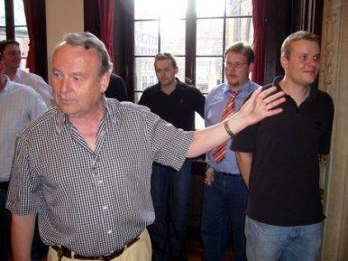 Bürgermeister und Wirtschaftssenator Hartmut Perschau führte die VDSter persönlich durch das Rathaus