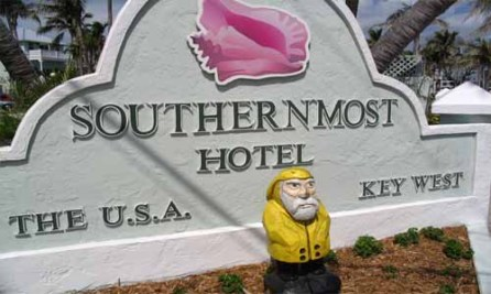 Captain Ahab of Ahab's Adventures at the Southern Most Hotel USA 2006