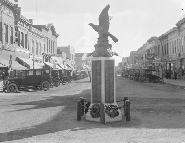 World War I monument on 2nd Street, Laramie, Wyoming, 1924. Ludwig-Svenson Studio collection, #167, neg. #11566.3. University of Wyoming, American Heritage Center.