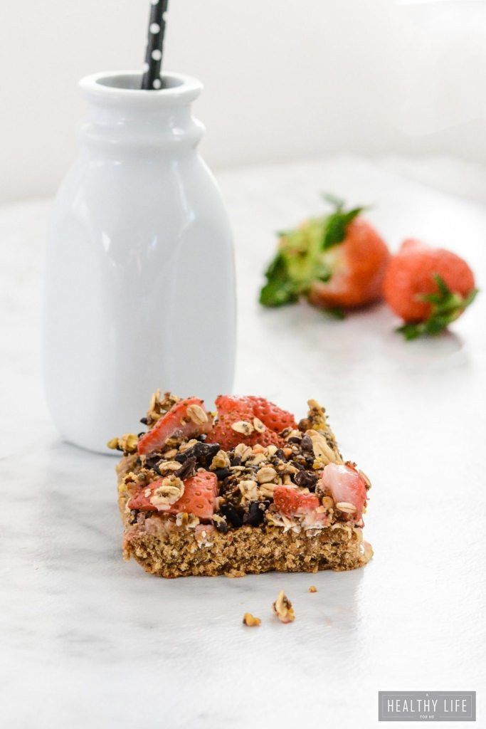 Oatmeal Pistachio Strawberry Superfood Breakfast Bars Recipe | ahealthylifeforme.com