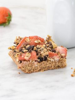 Oatmeal Pistachio Strawberry Breakfast Bars