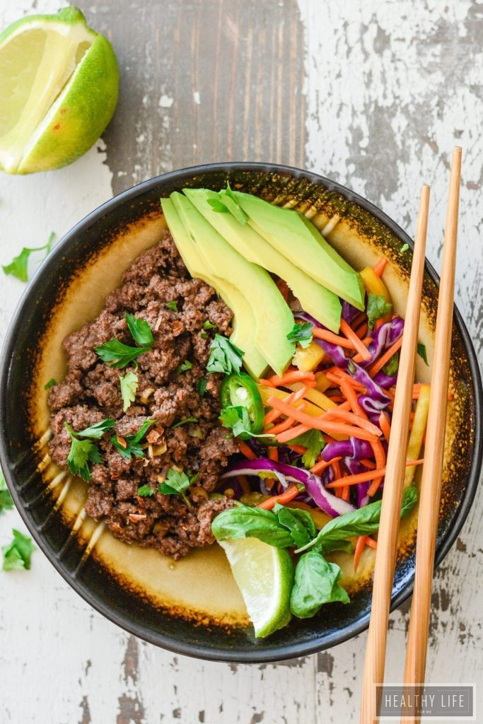 This Asian Beef Rainbow Salad is ready to eat in minutes, is loaded with tons of raw good for you vegetables, and perfectly seasoned and cooked ground beef | ahealthylifeforme.com