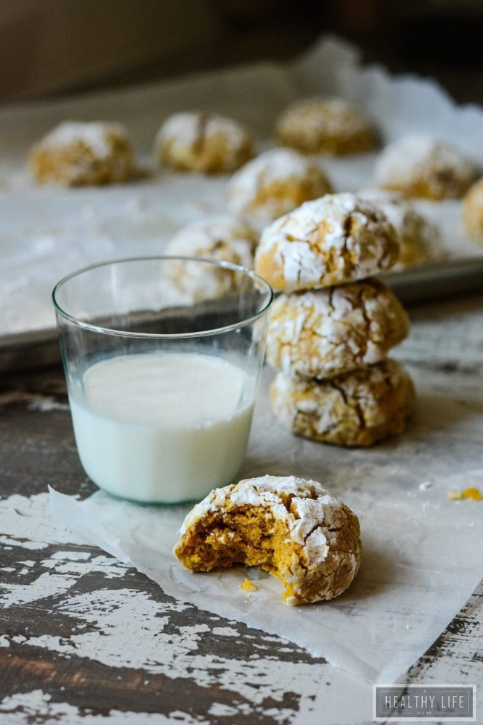 Gluten Free Pumpkin Crinkle Cookies are an incredibly soft and chewy cookie with tons of pumpkin spice flavor | ahealthylifeforme.com