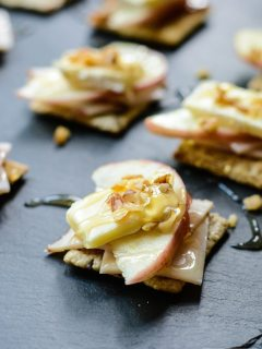 Turkey Apple Brie Bites are made with a cracker base and a honey drizzle topping. These one-bite morsels are the perfect light lunch, snack or party appetizer | ahealthylifeforme.com