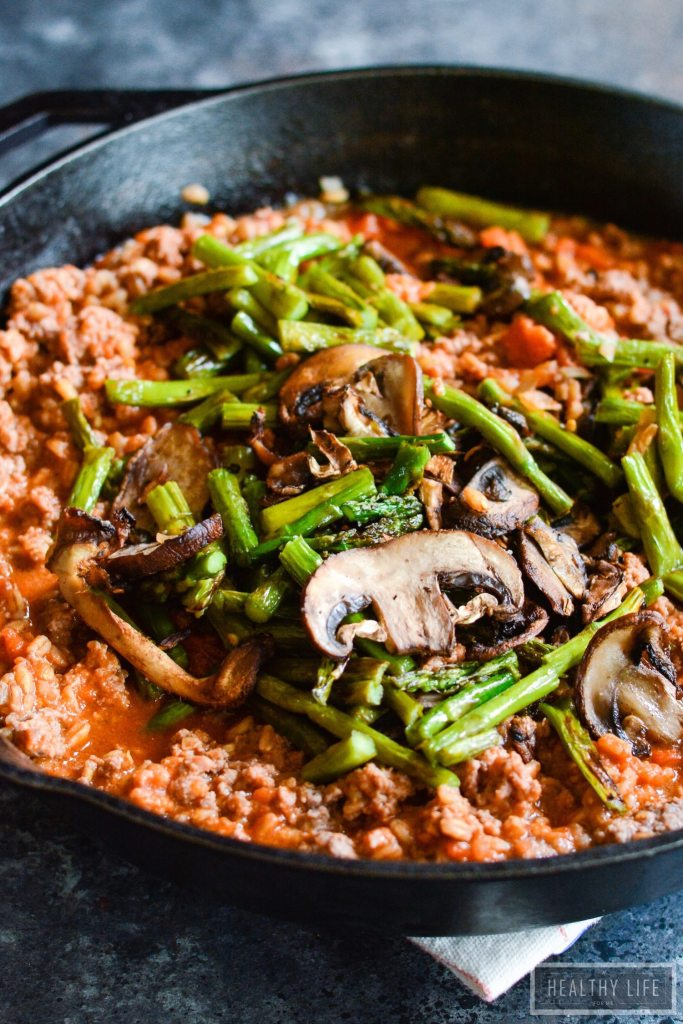 Ground beef, roasted mushrooms, and asparagus mixed in with Farro, an ancient grain all tied together with a marinara sauce. A hearty, delicious and nutritious recipe | ahealthylifeforme.com