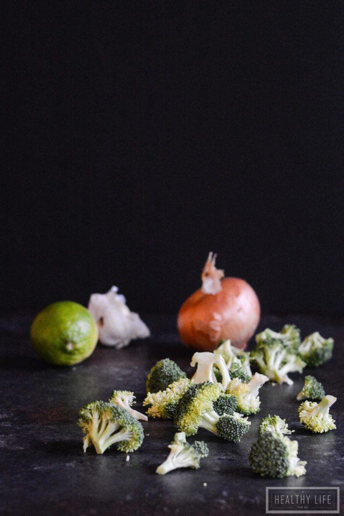 Healthy Weeknight Dinner Recipe Paleo Thai Broccoli Chicken Curry | ahealthylifeforme.com