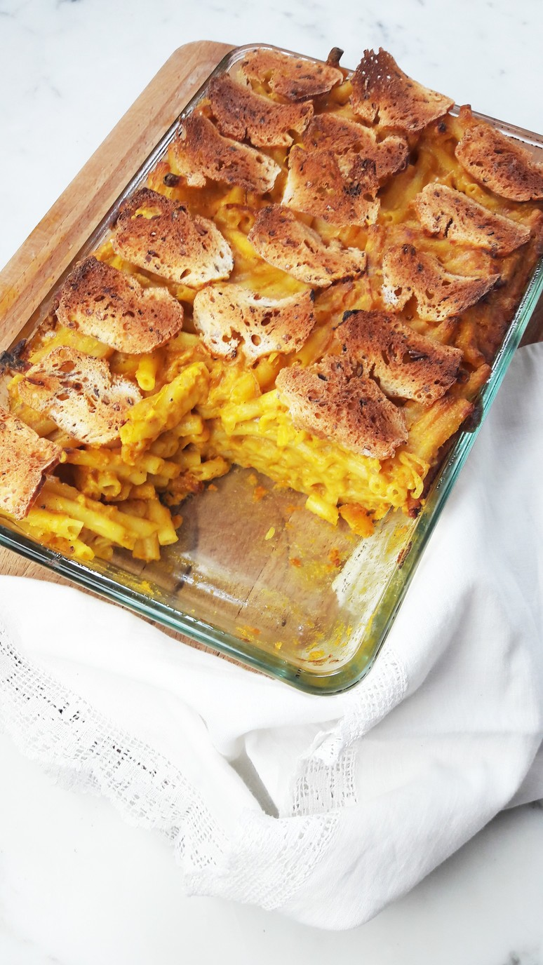 Pumpkin mac and cheese - make this for Thanksgiving. www.ahedgehoginthekitchen.com.