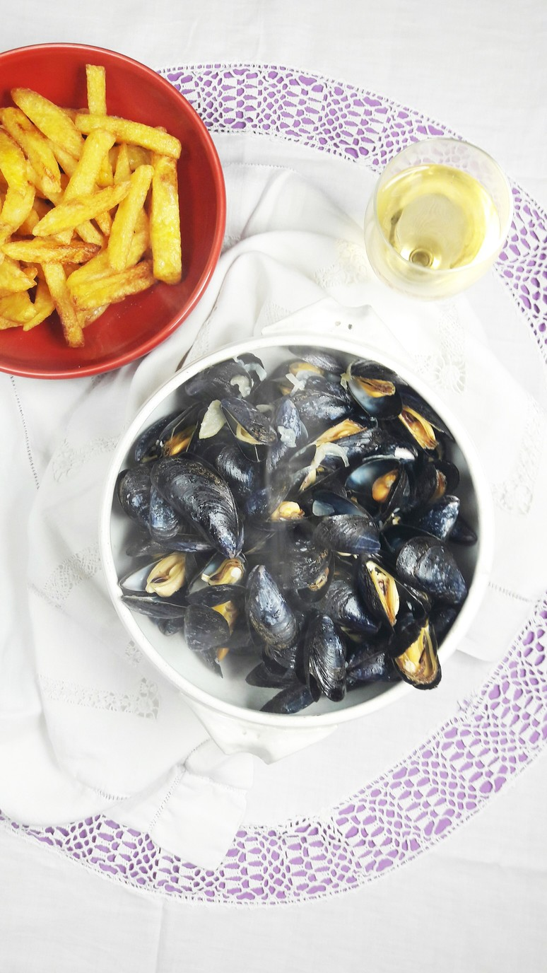 October inspiration : Homemade Mussels & French Fries. A Hedgehog in the Kitchen. www.ahedgehoginthekitchen.com.