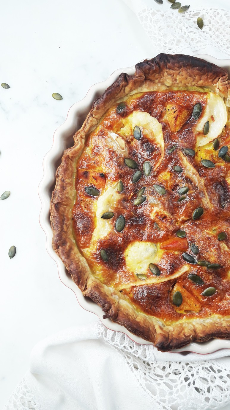 Pumpkin goat cheese quiche recipe. The perfect weeknight dinner. Fast and tasty! | ahedgehoginthekitchen.com.