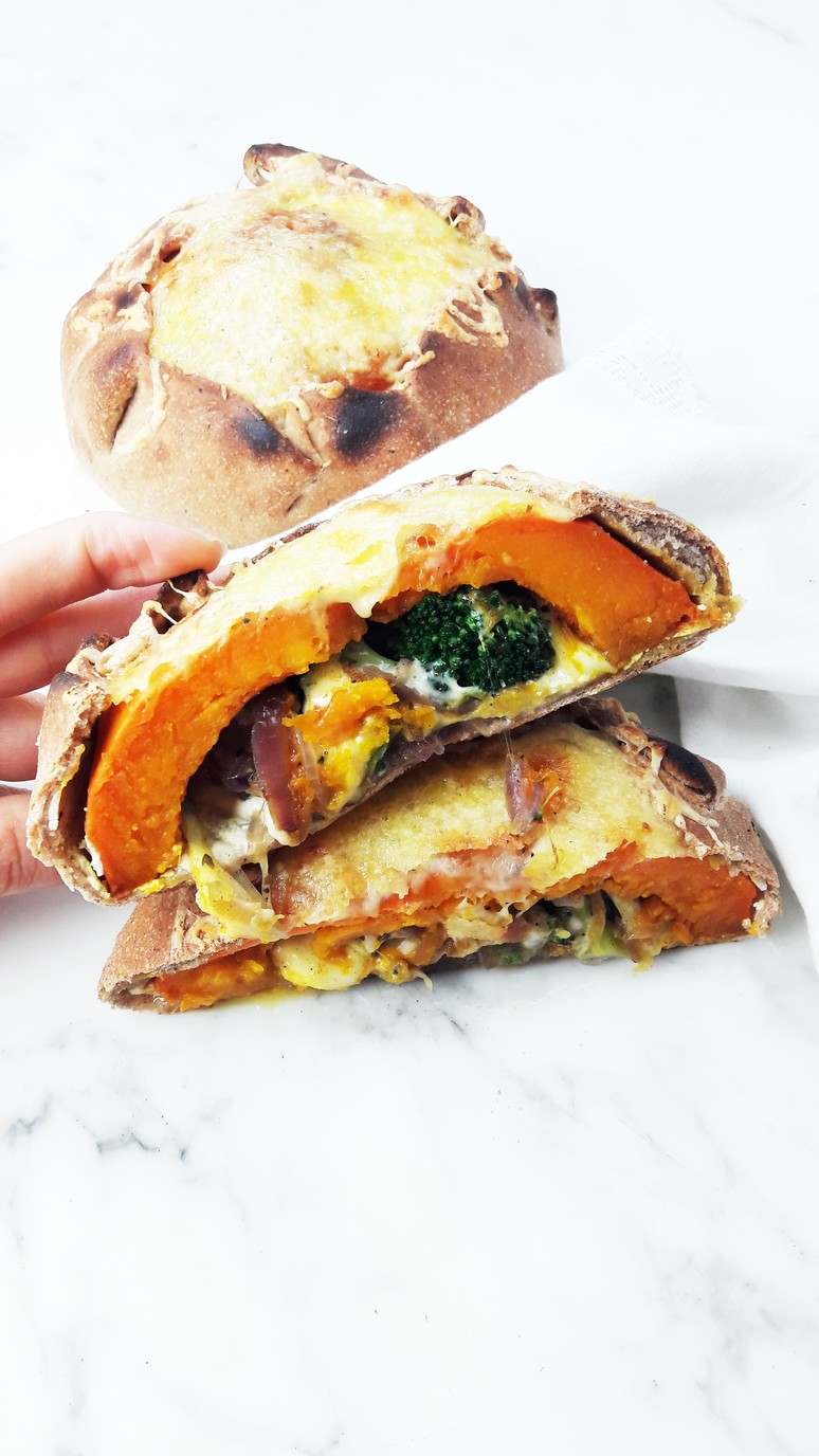 """This pumpkin calzone recipe with broccoli, mozzarella and ricotta made us go """"wow""""! It's incredibly tasty, full of flavor and rich in nutrients too. 