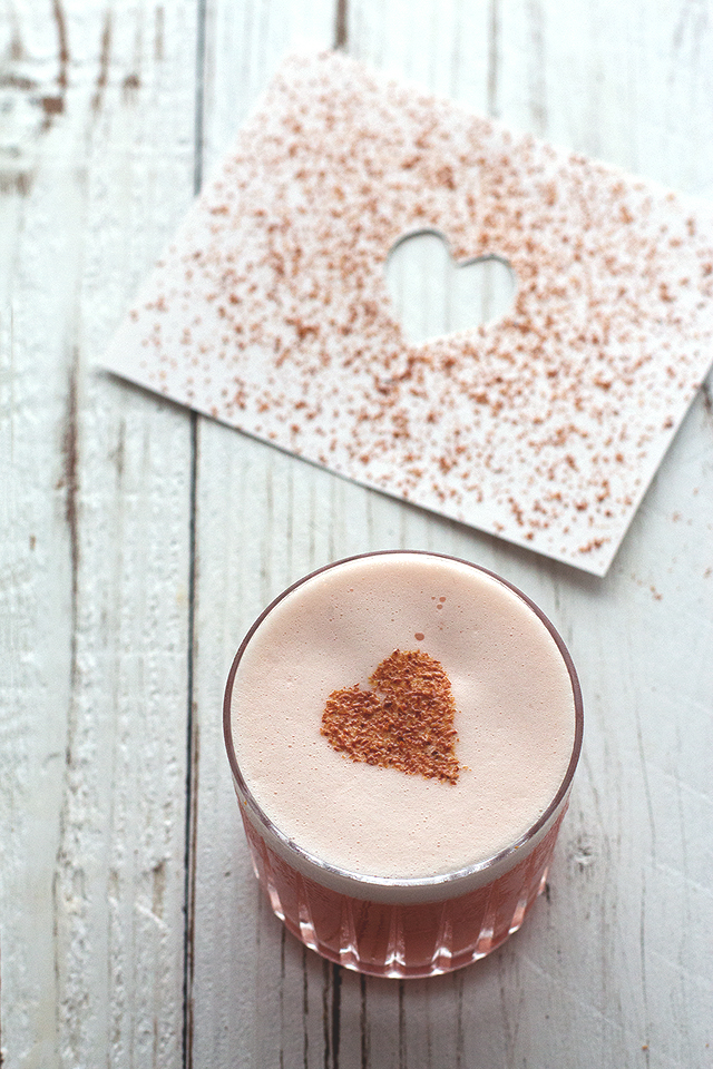 6 Romantic Valentine's Day Cocktails. Drool-worthy drinks! | ahedgehoginthekitchen.com