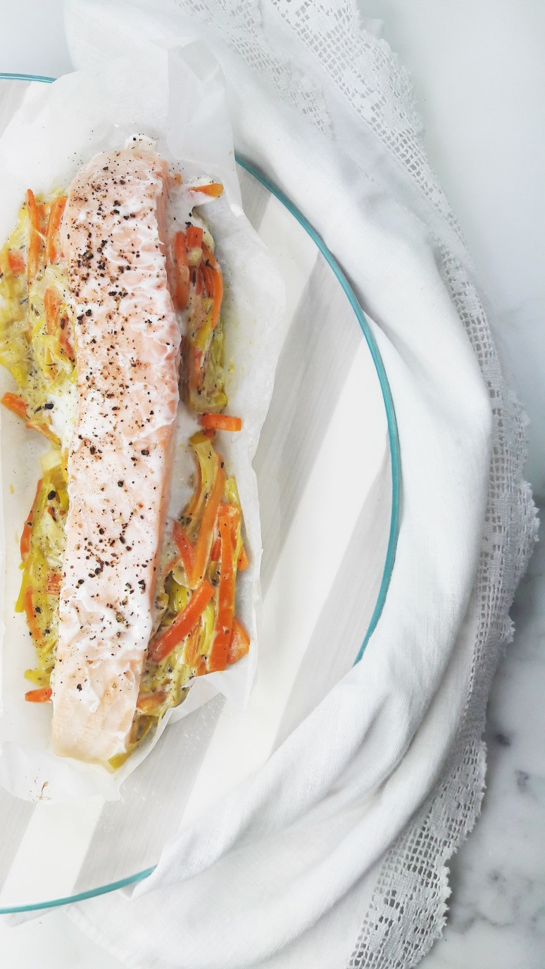 salmon leeks and carrots baked in parchment paper! Preparing salmon in parchment paper cooks it perfectly every time. | ahedgehoginthekitchen.com