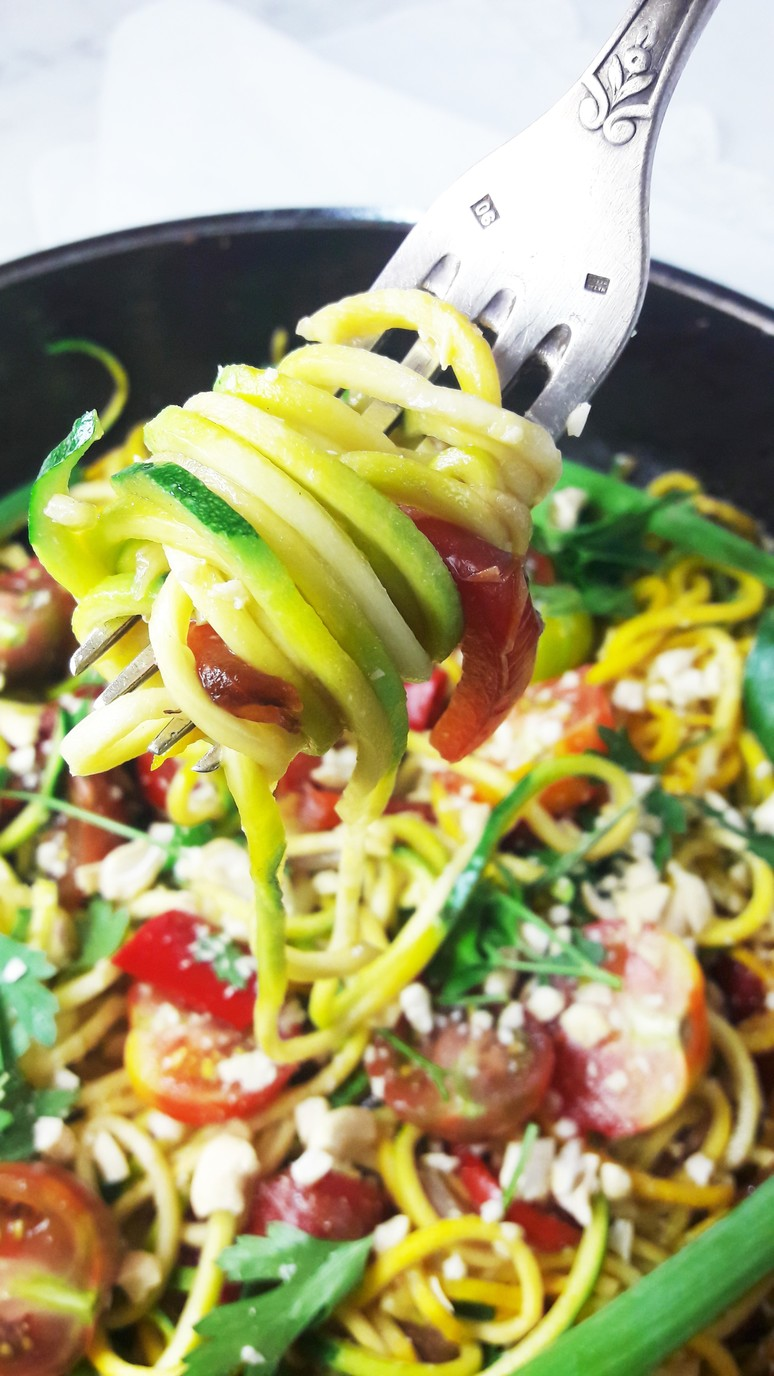 Thai zoodles spiralized zucchini noodles with tomato & pepper. ahedgehoginthekitchen.com