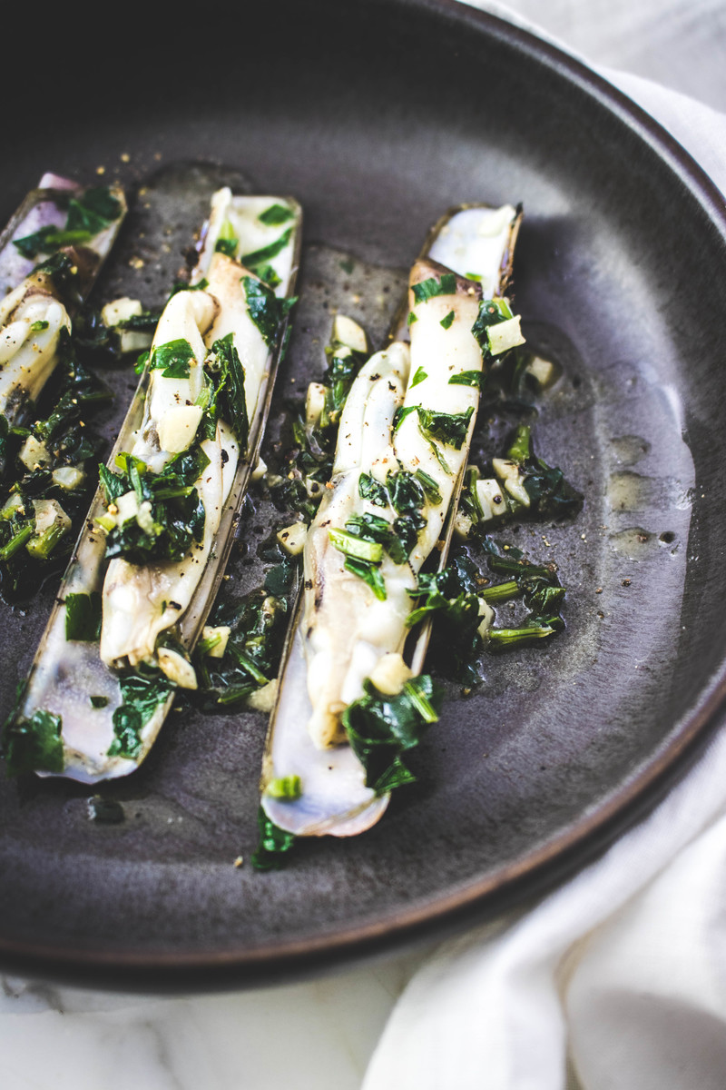 Sauteed razor clams with garlic and parsley | ahedgehoginthekitchen.com