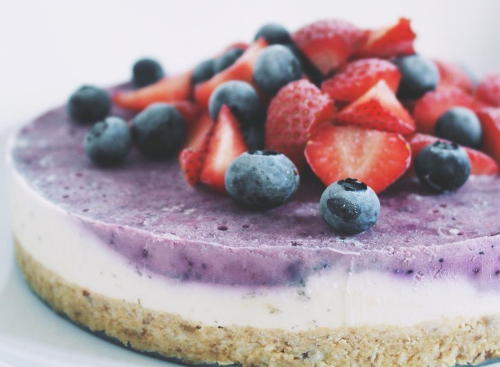 Creamy raw berry cheesecake