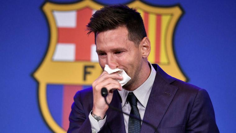 ميسي يودع جماهير برشلونة بالدموع ويغادر كامب نو