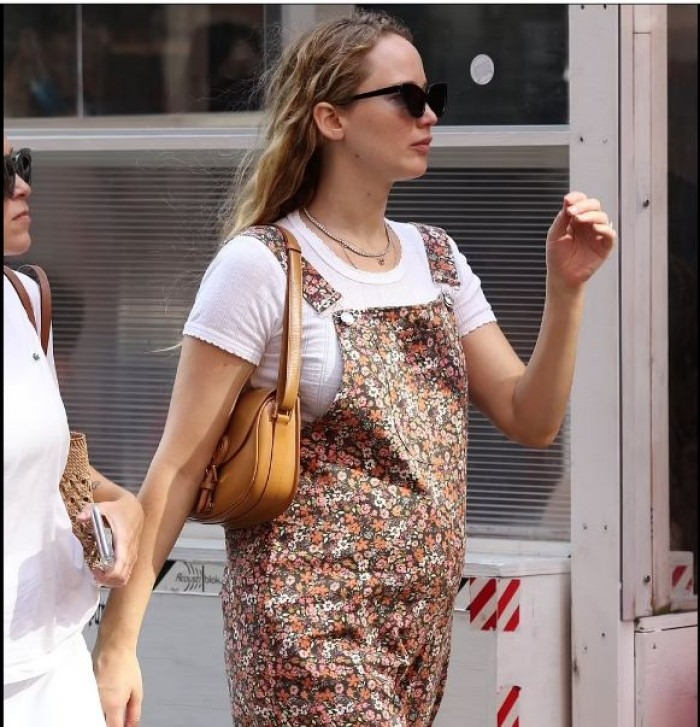 جينيفر لورانس حامل في طفلها الأول من كوك ماروني