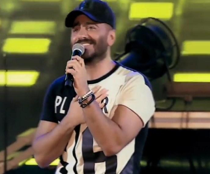 تامر حسني يمازح زوجين في حفله: الراجل مظلوم جدا ومتجبش مراتك معاك تاني