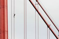 "French daredevil climber Alain Robert, known as ""Spiderman"", climbs up the April 25 bridge over the Tagus river in Lisbon August 6, 2007. REUTERS/Marcos Borga"
