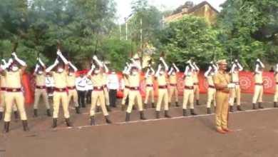 Photo of जिल्हा मुख्यालयात शहीद पोलिसांना मानवंदना