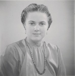 """Großmutter Käthe Wilhelmine """"Wilmi"""" JOHNE verw. LÖSER geb. METZ in jungen Jahren, vermutlich zw. 1945-1955"""