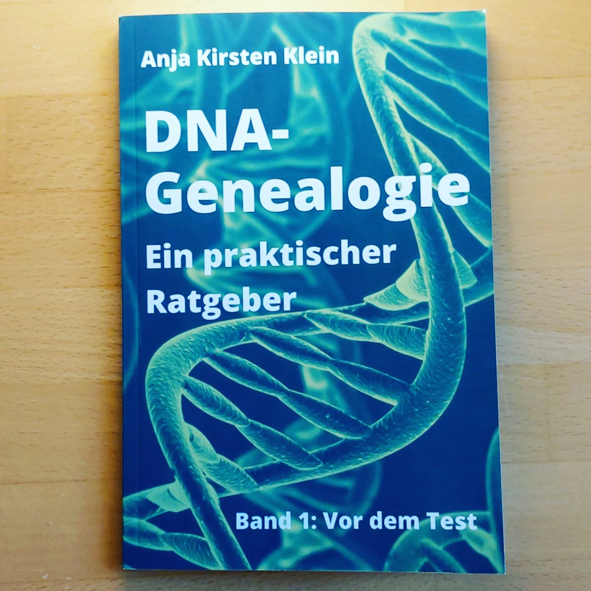 """Buchcover """"DNA-Genealogie - ein praktischer Ratgeber. Band 1: Vor dem Test"""""""