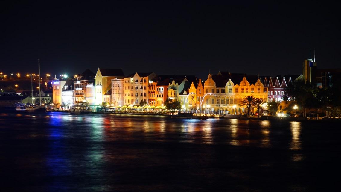Reisebericht Insel Curaçao – Stadtspaziergang durch Willemstad und die Geschichte wie Blue Curaçao die Welt eroberte