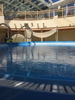 Body & Soul Spa - auf dem Weg zu meinem Platz an der Sonne - am Pool