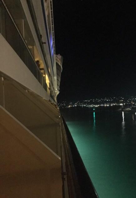 Blick zum Bug bei der Ausfahrt aus dem Hafen von Montego Bay