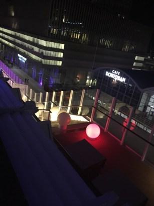 Blick auf das Hafenterminal Rotterdam am Abend