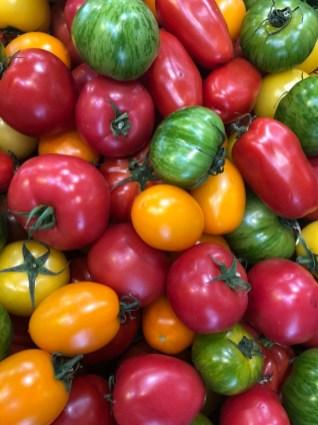 Markt Ausflug - am Obst- und Gemüsestand - Tomaten Variation