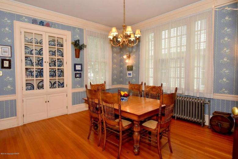 Thomas diningroom