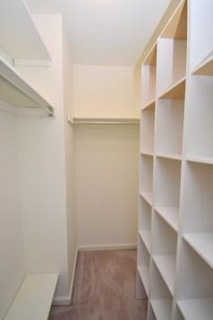 9 Master Bedroom (3)