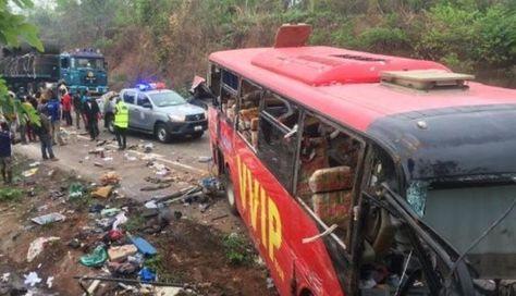 Choque entre dos autobuses en Ghana deja al menos 60 muertos