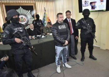 El italiano prófugo, Paolo Lumia, fue presentado a la prensa por el ministro de Gobierno Carlos Romero. Foto- APG