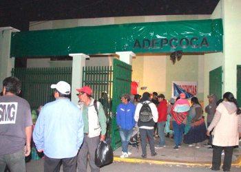 Cocaleros del MAS tomaron hospital para habilitar mercado de coca y taparon el cartel que identificaba al nosocomio