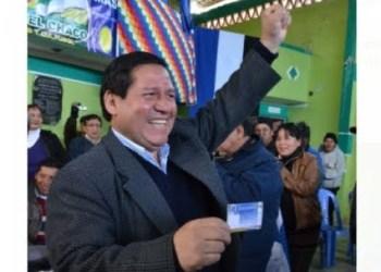 El Alcalde Ramiro Vallejos, cuando juraba como militante del MAS