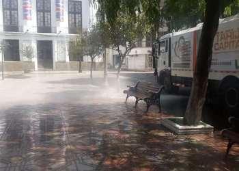 Imagen de la Plaza Central de la ciudad de Tarija en cuarentena.