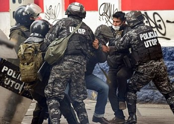 """Men are detained by Police Operations Tactical Unit (UTOP) as clashes erupted with supporters of Bolivian ex-President Evo Morales and locals discontented with the political situation during a protest in La Paz on November 13, 2019. - Bolivia's exiled ex-president Evo Morales said Wednesday he was ready to return to """"pacify"""" his country amid weeks of unrest that led to his resignation. (Photo by AIZAR RALDES / AFP)"""